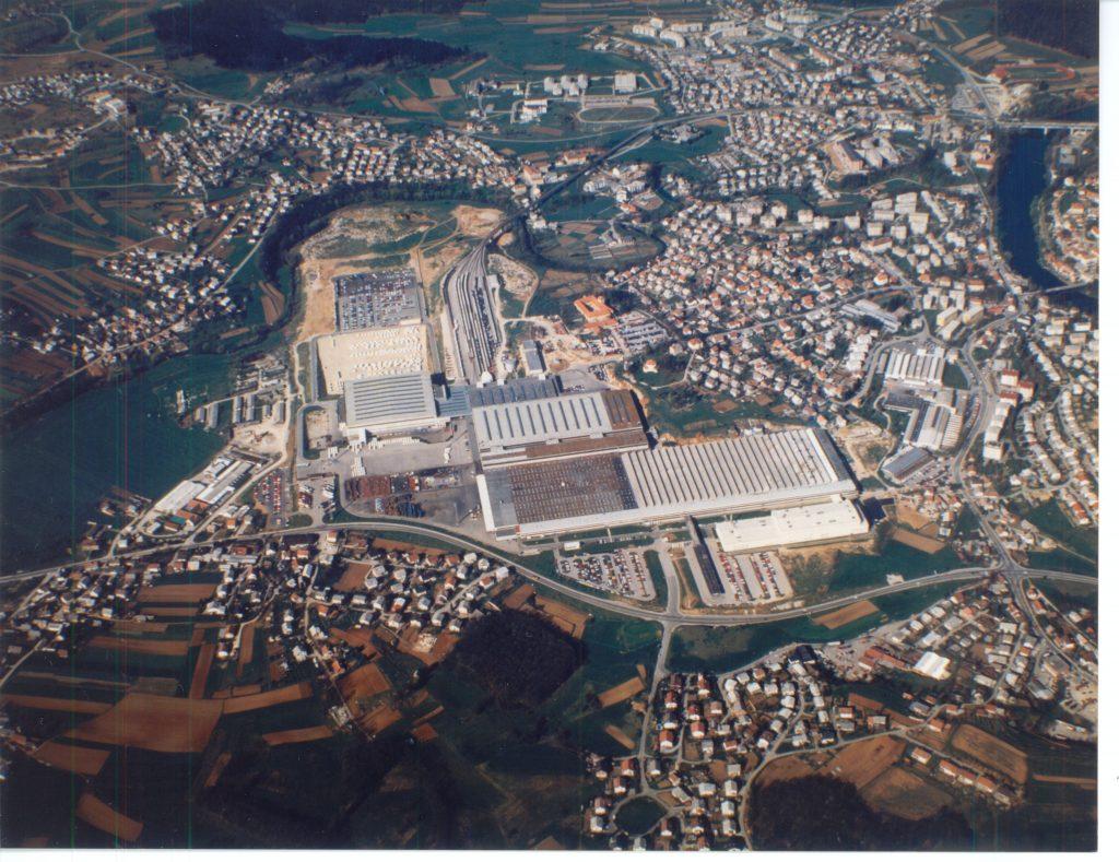 Pogled iz zraka na kompleks tovarn IMV, Novo mesto,1993. To je bil v praksi dosledno uresničen načrt Jurija Levičnika.