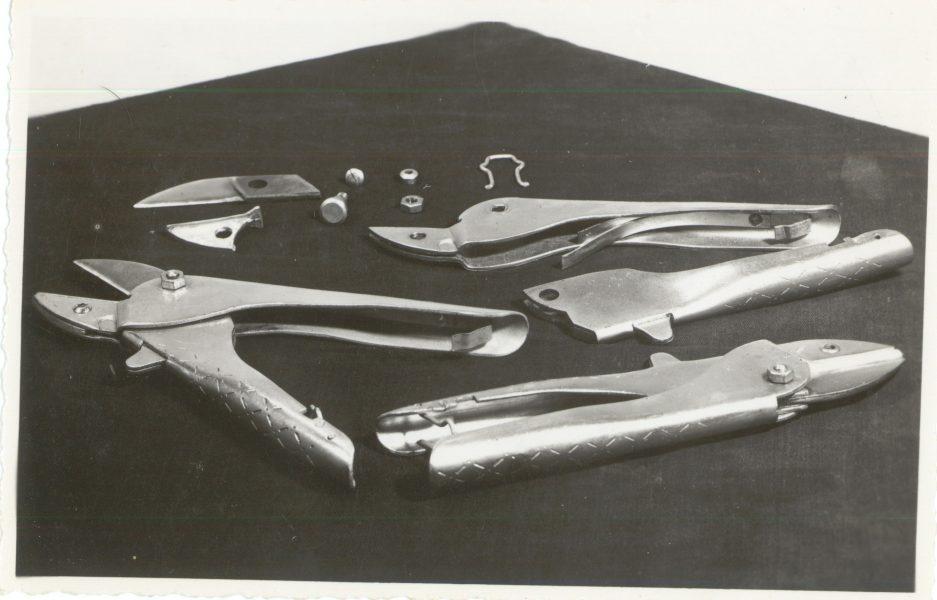 Na začetku, leta 1957/58, so izdelovali tudi sadjarske škarje in drugo kmetijsko orodje.
