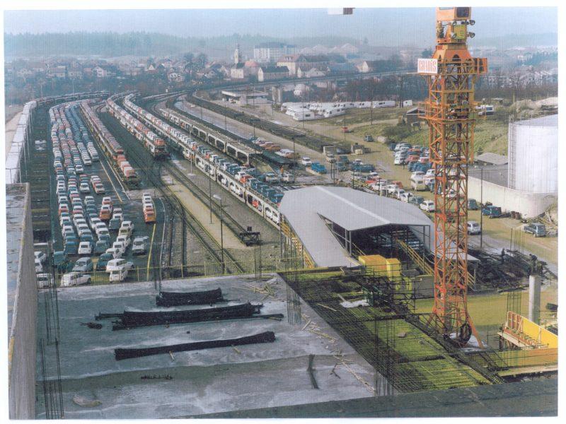 Železniška postaja IMV, v polnem zagonu, 1988.