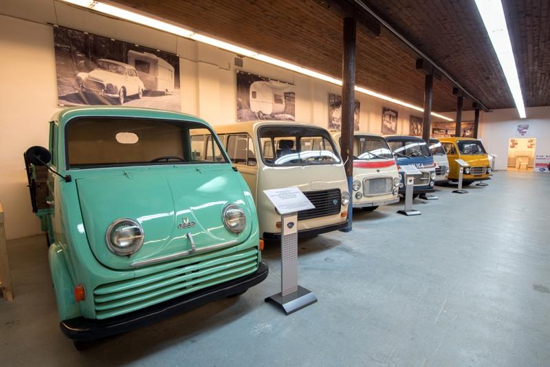 V zbirki so dostavna, osebna in namenska vozila.